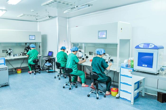 妇儿医院首例胚胎解冻后应用辅助孵化移植技术成功