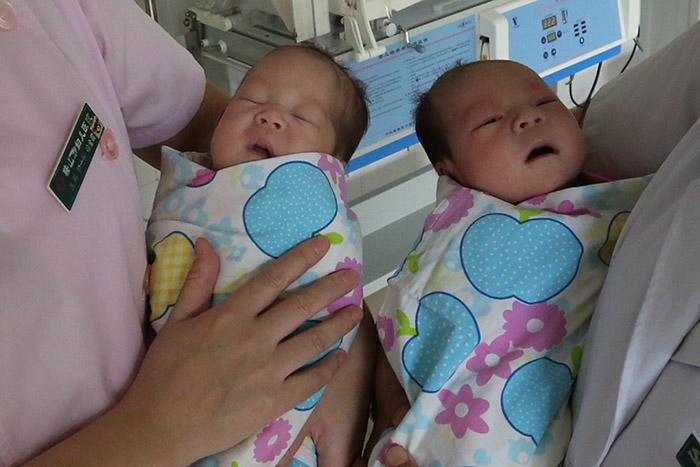 孕28周早产双胞胎在妇儿医院保胎成功