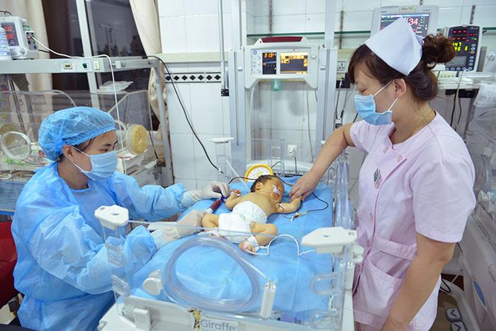 """出生不到3小时""""熊猫血""""宝宝大换血"""