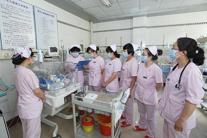 新生儿科护理服务
