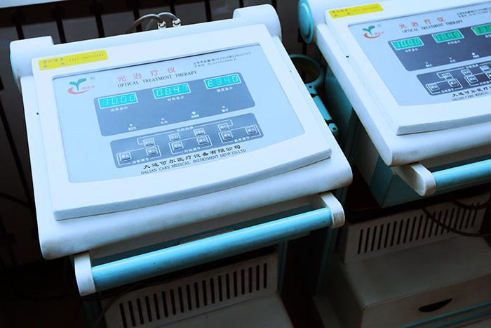 <h3>光治疗仪</h3>治疗妇科盆腔炎、附件炎等疾病