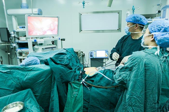 鞍山市妇儿医院妇二病房成功完成多例单孔腹腔镜手术