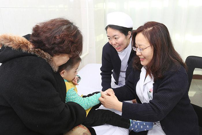 妇儿医院儿科门诊推出绿色疗法——小儿推拿